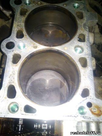 Отремонтированная сорванная резьба в блоке цилиндров под болты головки блока не снимая двигателя.