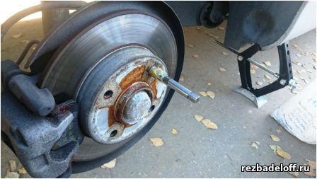 Нарезка резьбы в тормозном барабане. Восстановление сорванной резьбы в ступице колеса