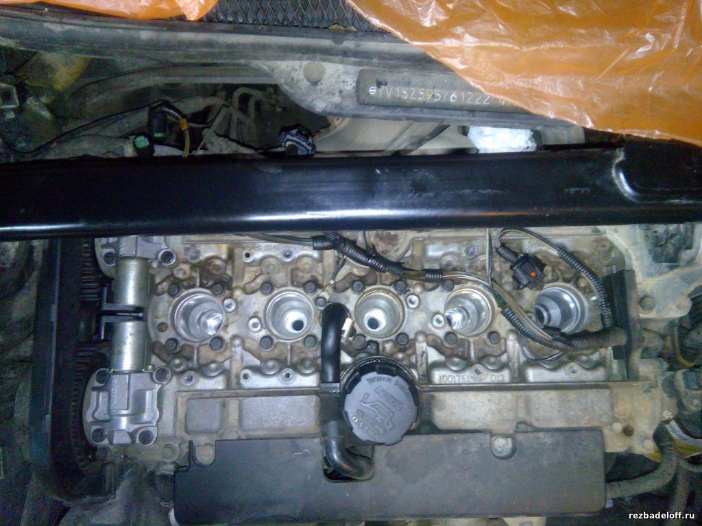 Сорвана резьба под свечу в головке блока на автомобиле вольво хс90. Восстановление резьбы в свечном колодце.
